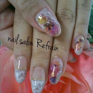nail salon Refrain
